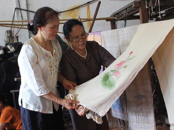 Burmai selyem lótuszvirágokból